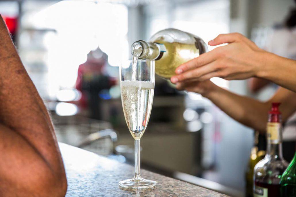 aperitivo vino al Bagno Fafin Cesenatico